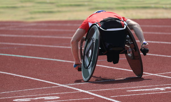athlete runs on the wheelchair in the running track