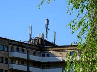 Funkmasten für das Handy Netz auf Wohngebäuden