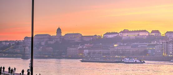 Fotorollo Lavendel Budapest at sunset, Hungary