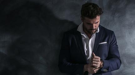 Portrait of handsome man in elegant suit. Fototapete