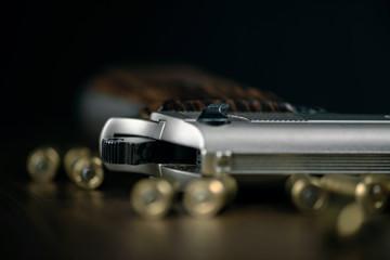 Photo sur cadre textile Vintage voitures Gun and bullets on wood background