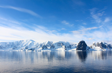Printed roller blinds Canada Snow-capped mountains and icy coasts at the entrance to the Lemaire Channel in the Antarctic Peninsula, Antarctica