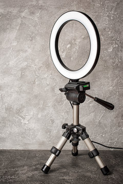 Trendy ring lamp on tripod for beauty salons or bloggers