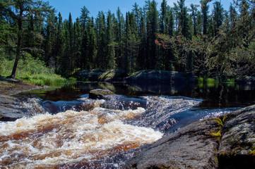 Fotorolgordijn Bos rivier clam cove with water rushing to the falls