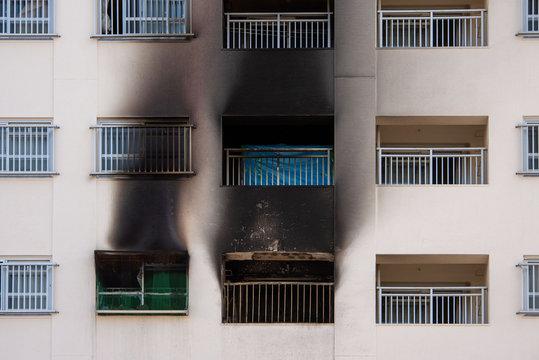 高層マンションの火災現場
