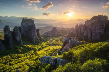 Fotorollo Rosa dunkel Sunset over monasteries of Meteora