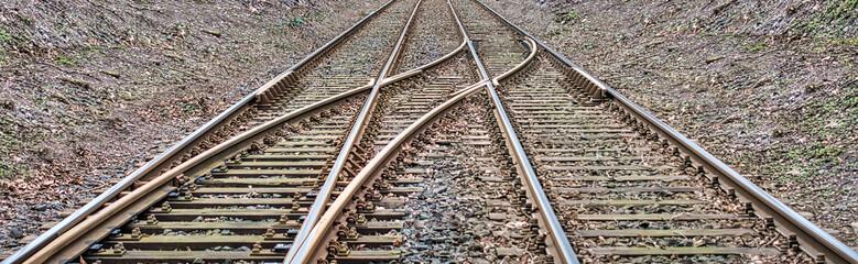Entscheidung - Die Schienen kommen in einer Weiche zusammen
