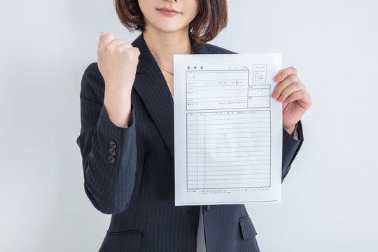 スーツを着た女性 履歴書 就活活動 パート 主婦 ガッツポーズ woman