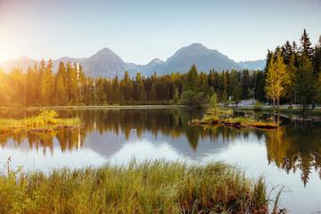 壁紙(ウォールミューラル) - Calm mountain lake in National Park High Tatra. Location place Strbske pleso, Slovakia, Europe.