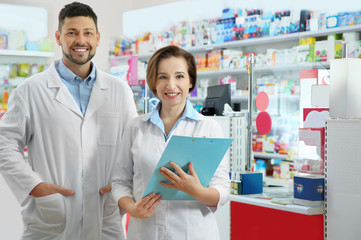 Poster Apotheek Portrait of professional pharmacists in modern drugstore