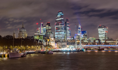 Fototapete - City of London, night view over river Thames from the Waterloo Bridge