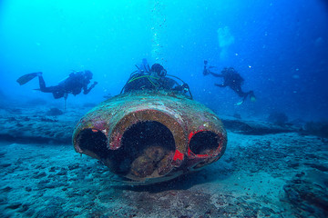 sunken plane diving, plane crash, incident, search under water, crash, divers Wall mural