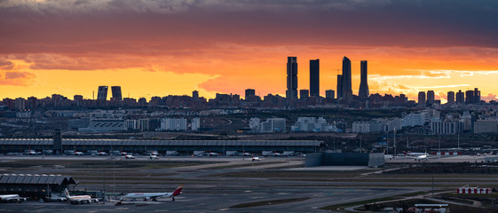 Foto op Plexiglas Madrid Cityscape of Madrid Skyline and Airport (Madrid, Spain)