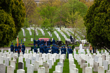 Fototapete - US military cemetery on foreground and burial procession on background at spring