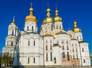 Foto op Aluminium Kiev A close-up view on Pechersk Lavra in Kiev, Ukraine, known as the Kiev Monastery of the Caves. It is a historic Orthodox Christian monastery. Green rooftops with golden domes. Walls are painted white.