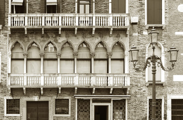 Fototapete - Architectural detail - Facade of old residential building in Venice, Italy