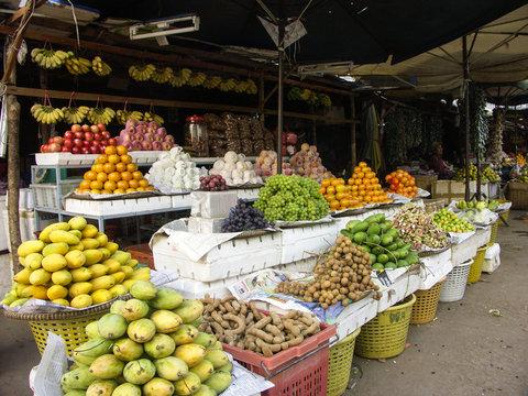 Marché de fruits ét légumes à Battambang, Cambodge.