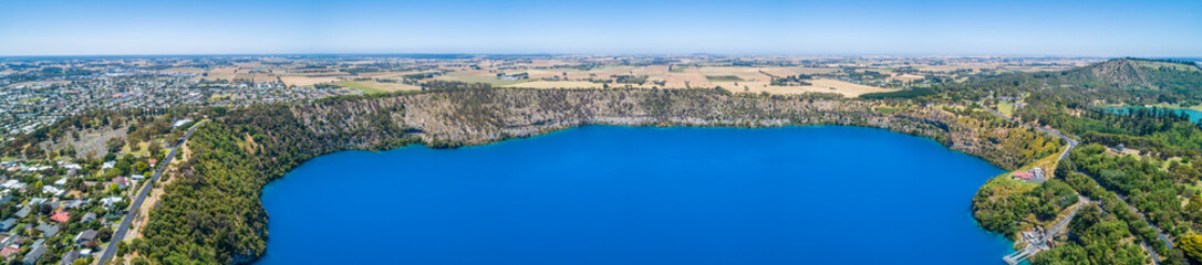 Fotorollo Khaki Wide aerial panorama of the famous Blue Lake at Mount Gambier, South Australia