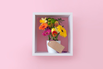 Fototapete - Spring flowers with gift label