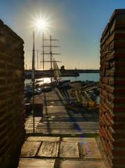 Vue sur le port et marina de Civitavecchia, Italie