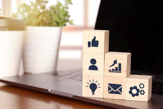 ビジネス成績の上昇と成功のイメージ business success rise and promotion