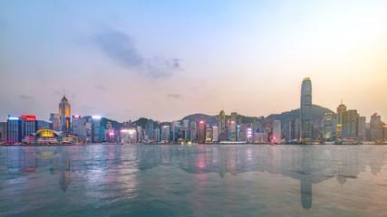 Fotomurales - Hong Kong skyline on the evening seen from Kowloon, Hong Kong, China.