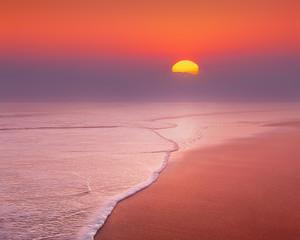 Fotorollo Koralle beautiful sunset on beach with misty sun