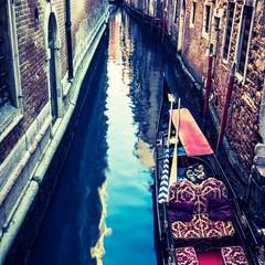 Foto op Aluminium Gondolas canal with gondola