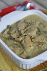 Fototapete - poulet cuisiné aux champignons et à la crème fraîche