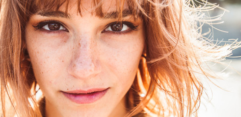 Portrait close up of a beautiful caucasian woman outdoor Fotomurales