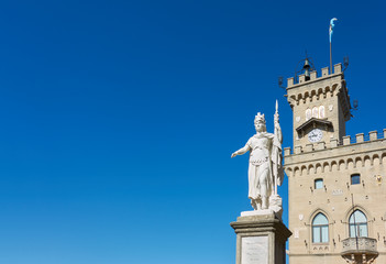 Wall Mural - Statue of liberty and the town hall of the City of San Marino