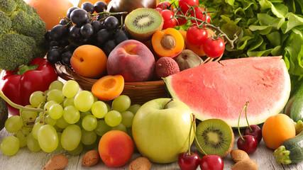Papiers peints Cuisine summer assorted of fruit and vegetable composition