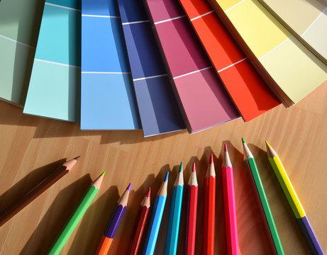 Crayons de couleurs et nuancier