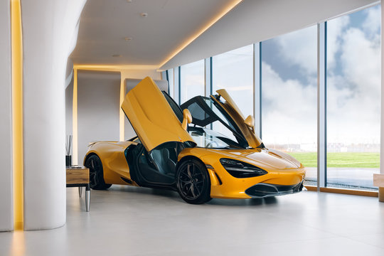 McLaren 720s at the room
