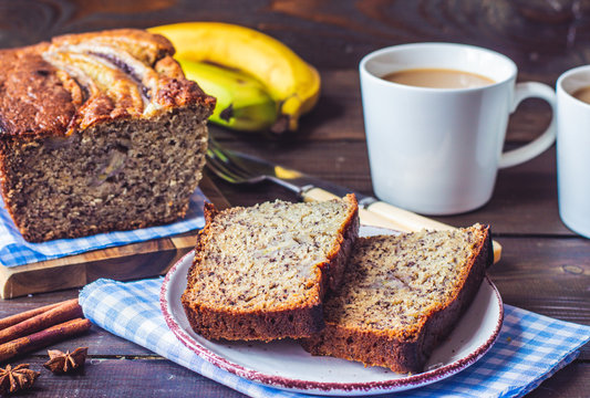 healthy banana bread with mashed ripe bananas, vegetable oil and yogurt