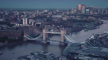 Fotomurales - time lapse London skyline with Tower bridge and Canary Wharf in sunset time, UK