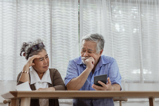 Stressed senior elderly couple conflict of credit card bills or debt of expense in shopping. Lover financial risk or crisis and bad habits of shopaholic. Lack of money discipline, planning and advisor