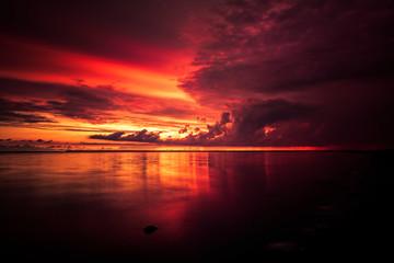 Fotorollo Kastanienbraun Roter Sonnenuntergang am Meer in Dänemark