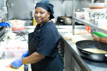 coronavirus.hospital cook cooking for hospitalized patients
