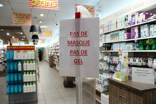 """Quimper, Brittany/France - 10 March 2020 : A shortage of hydroalcoholic gel and face masks in France. Announcement at the entrance to the pharmacy : """"No mask, no gel"""""""