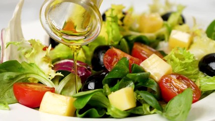 Fotobehang - vegetable salad with olive oil pouring