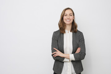 Confident businesswoman smiling at the camera Fotobehang