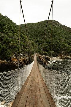 Hängebrücke über dem Meer Tsitsikamma National Park; Südafrika