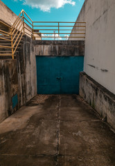 Photo sur Aluminium Pays d Afrique a blue door on urban place