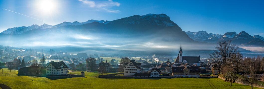 Das Städtchen Schwyz im gleichnamigen Kanton in der Schweiz