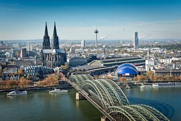 Kölner Dom mit Hohenzollernbrücke von oben Fotomurales