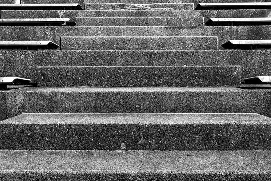 Treppenaufgang in Schwarz-Weiß