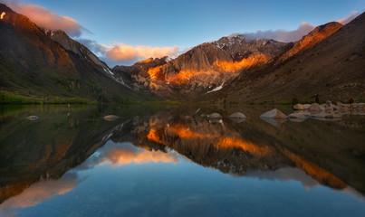 Fotobehang Alpen Convict Lake Sunrise, Mammoths Lake, California