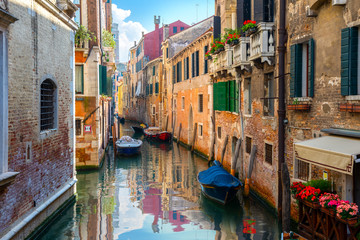 Foto op Aluminium Gondolas Venice and old houses