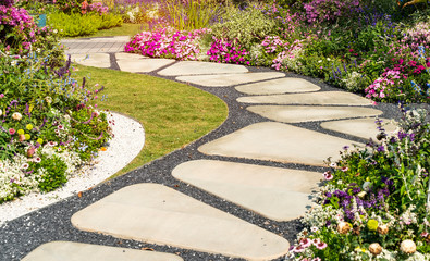 Foto op Canvas Tuin path leading through a garden